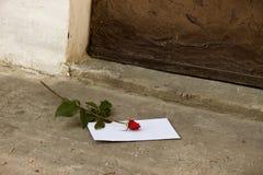 Lettre d'amour et Rose rouge Images libres de droits