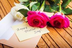 Lettre d'amour et roses Images stock
