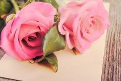 Lettre d'amour et roses Image libre de droits