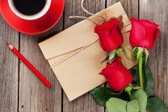 Lettre d'amour et roses rouges Photos libres de droits