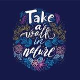 Lettre de ressort avec les feuilles vertes Label de vecteur de vente de saison Lettrage de feuillage Fond floral abstrait Affiche Images stock