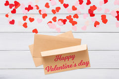 Lettre de Saint Valentin dans l'enveloppe sur le fond blanc Photographie stock libre de droits