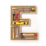 Lettre E Alphabet des outils sur la plaquette perforée en métal d'isolement Images stock