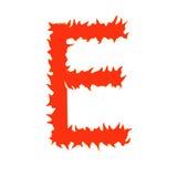 Lettre E du feu d'isolement sur le fond blanc Photos stock