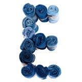 Lettre E faite de petit pain de jeans Image stock