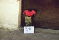 Lettre et fleurs d'amour Images libres de droits