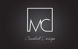 Lettre Logo Design de cadre de place de MC avec des couleurs noires et blanches Photos libres de droits