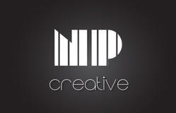 Lettre Logo Design With White du NP N P et lignes noires Photographie stock