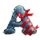 Lettre magique d'alphabet de jeans de vacances avec le ruban rouge Photos stock