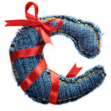 Lettre magique d'alphabet de jeans de vacances avec le ruban rouge Photographie stock