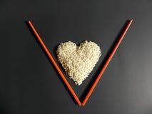 Lettre placée par coeur V de riz blanc Image stock