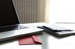 Lettre sur l'espace de travail Images libres de droits