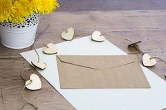 Lettre vide avec l'enveloppe Photos stock