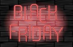 Lettres électriques au néon de vente noire de vendredi sur le fond noir de brique La publicité de la conception Photo libre de droits