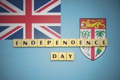 Lettres avec le Jour de la Déclaration d'Indépendance des textes sur le drapeau national des Fidji Photos stock