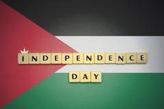 Lettres avec le Jour de la Déclaration d'Indépendance des textes sur le drapeau national de la Jordanie Image stock