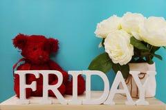 Lettres décoratives de mot de vendredi sur le fond en bois Photos stock