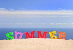 Lettres d'été sur un sable de plage Images libres de droits