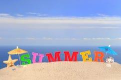 Lettres d'été sur un sable de plage Photo stock