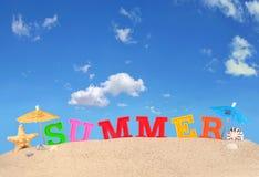 Lettres d'été sur un sable de plage Photo libre de droits