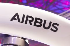 Lettres d'Airbus sur un bourdon à Amsterdam image libre de droits