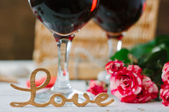 Lettres d'amour sur le fond de vin sur la célébration de Saint-Valentin Photos stock