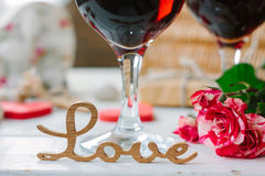 Lettres d'amour sur le fond de vin sur la célébration de Saint-Valentin Photos libres de droits
