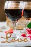 Lettres d'amour sur le fond de vin sur la célébration de Saint-Valentin Images stock