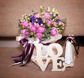 Lettres de bouquet et d'amour de fleur Image libre de droits