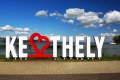 Lettres de Keszthely dans l'heure d'été à la plage de Keszthely chez le Lac Balaton Image stock