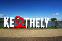 Lettres de Keszthely dans l'heure d'été à la plage de Keszthely chez le Lac Balaton, Hongrie Image stock