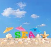 Lettres de mer sur un sable de plage Photographie stock