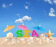 Lettres de mer sur un sable de plage photos libres de droits