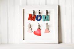 Lettres de papier colorées de maman Photographie stock libre de droits