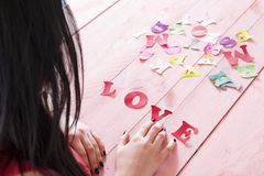 Lettres de papier et l'amour de mot Images libres de droits