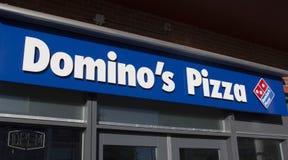 Lettres de pizza de dominos Images stock