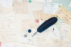 Lettres de stylo et d'antiquité de plume Photo stock