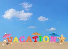 Lettres de vacances sur un sable de plage Photographie stock libre de droits