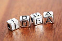 lettres de vente d'affaires de concept placées sur un bureau dedans de façon précieuse Photographie stock libre de droits