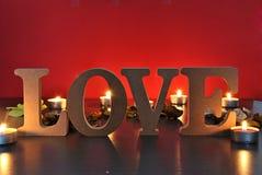 Lettres en bois avec amour de mot Image libre de droits