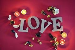 Lettres en bois avec amour de mot Photos libres de droits