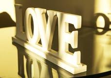 Lettres en bois d'amour d'inscription Photographie stock