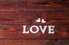 Lettres en bois d'amour sur le fond rustique Image libre de droits