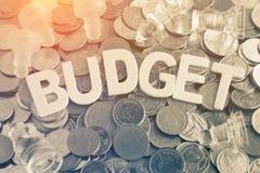 Lettres en bois de plan rapproché de mot de budget Image stock