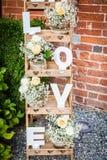 Lettres en bois formant l'amour de mot Photo libre de droits