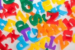 Lettres en plastique multicolores Alphabet Images libres de droits