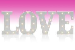 Lettres lumineuses orthographiant l'AMOUR au-dessus du gradient Backg blanc rose Photo libre de droits