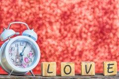 Lettres orthographiant l'amour Lettres en bois orthographiant l'amour Photo stock