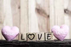 Lettres orthographiant l'amour Lettres en bois orthographiant l'amour Images libres de droits