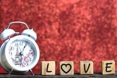 Lettres orthographiant l'amour Lettres en bois orthographiant l'amour Image stock